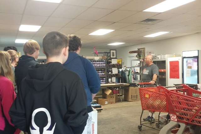 Students Visit CALL Food Pantry to Learn