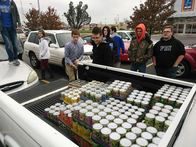 REC Tech Students Help with Food Drive